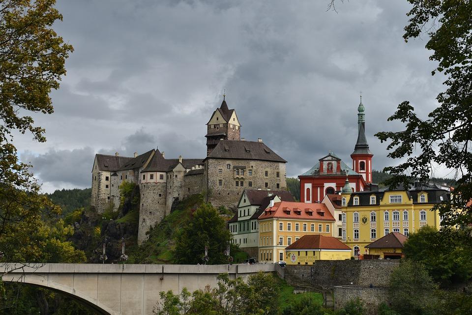 panorama hradu Loket